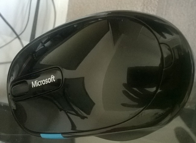 microsoft bluetooth mouse up close